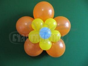 Цветок из шариков на стену